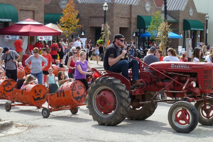 Harms Farms pumpkin train at Johnny Appleseed Festival in Crystal Lake, IL