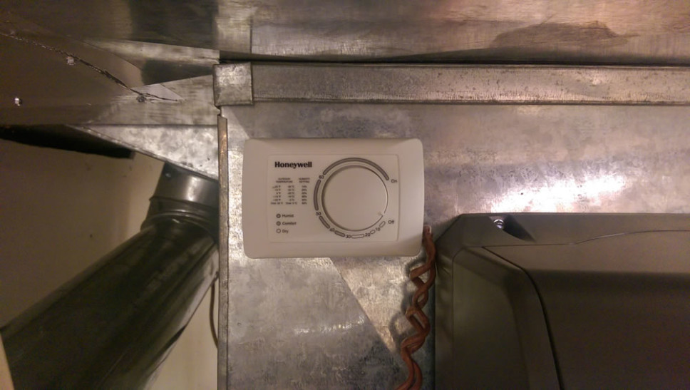 Analog controller for whole house humidifier