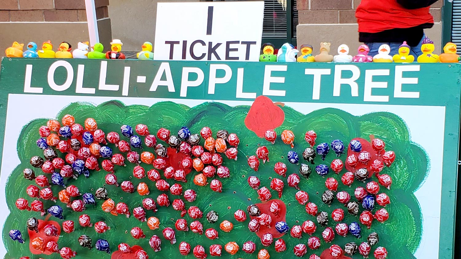 Lolli-apple-tree and rubber duckys.